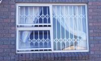 Expanding-Fixture-Window